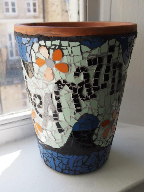 How to make a mosaic flower pot