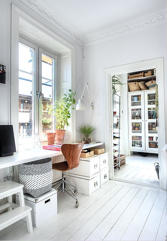 How to choose the right floor: Painted white floor boards www.apartmentapothecary.com