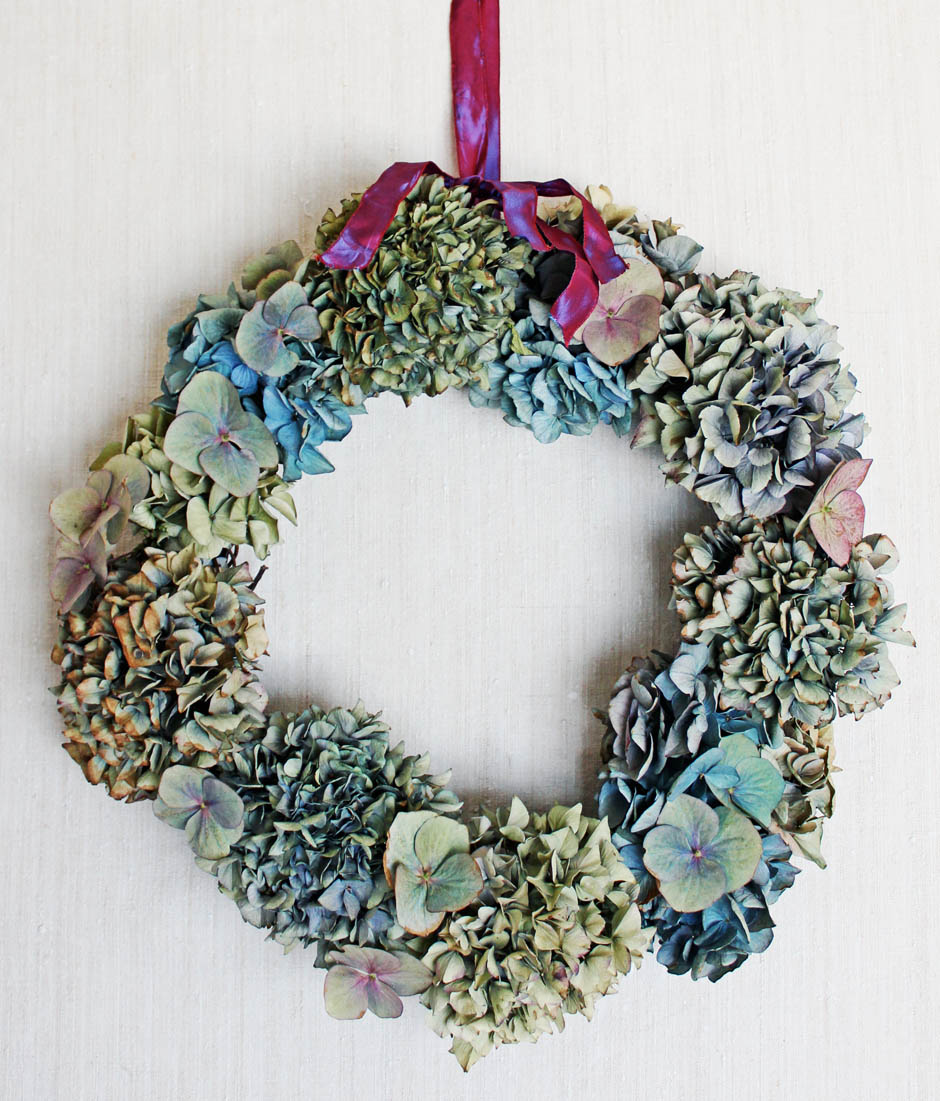 Dried Hydrangea wreath tutorial | Made by Tamsyn Morgans | Apartment Apothecary