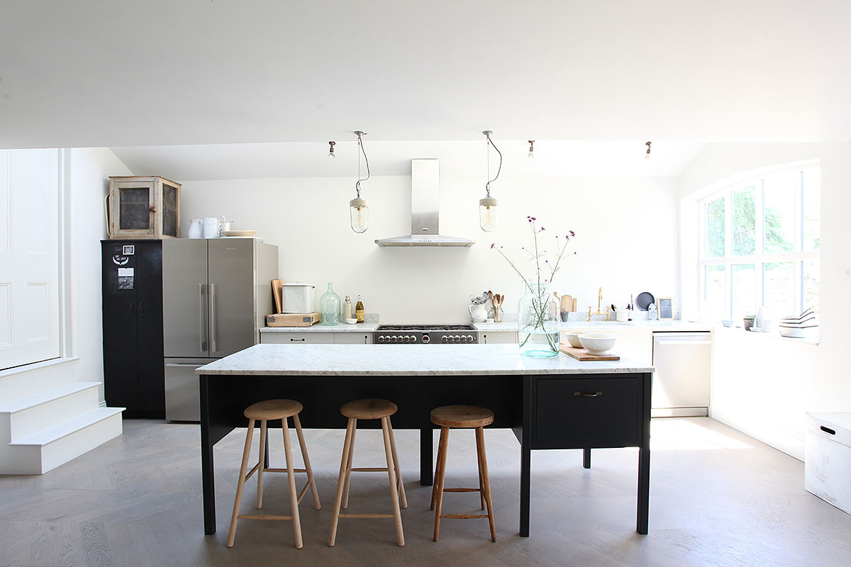Sophisticated interior | Period home | Kitchen island | Combining styles in the kitchen