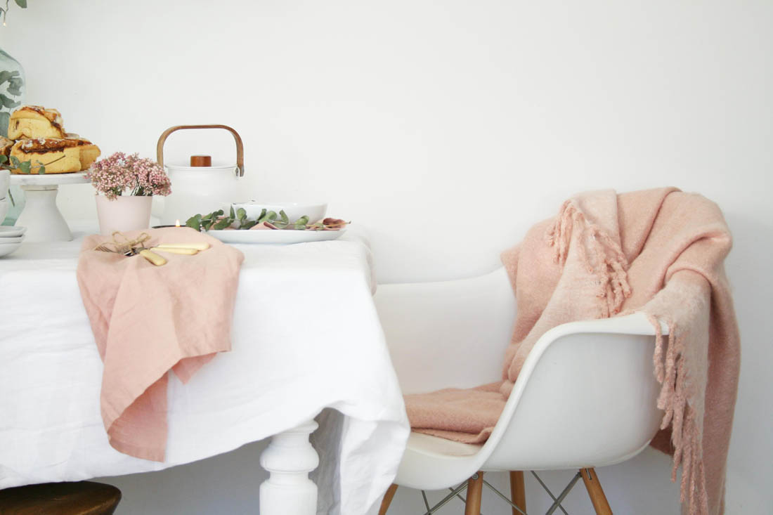 Twelve days of Christmas with West Elm | How to style your Christmas table with dusty pink | Apartment Apothecary