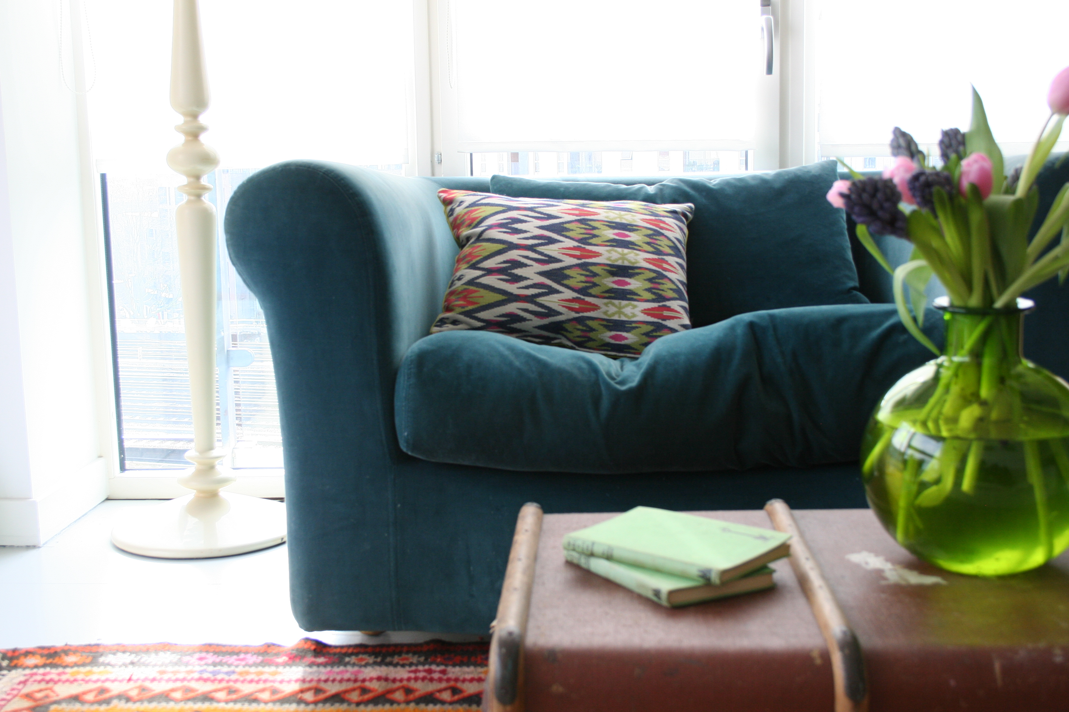 Selling homewares on eBay tips | Teal velvet loveseat| Apartment Apothecary