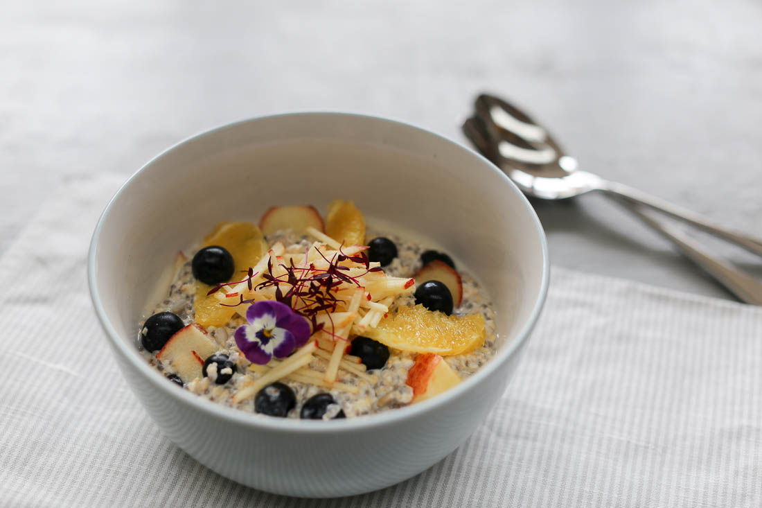 #EATWELL campaign with Robert Welch | Recipe by Georgina Davies | Overnight oats with orange, blueberry & apple
