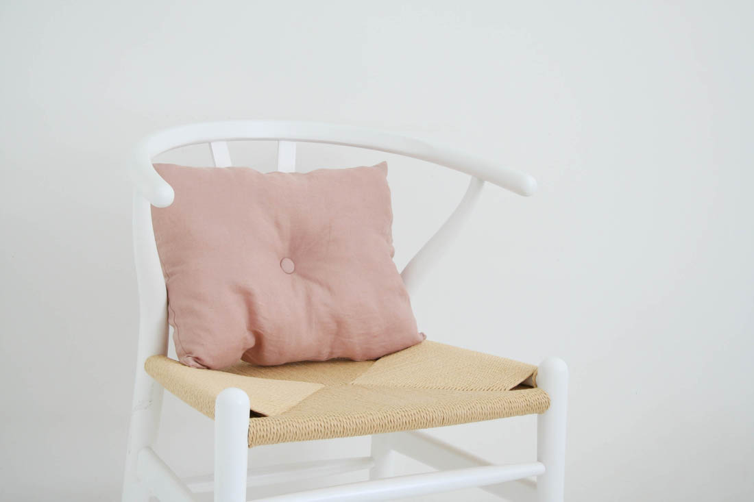 How to make a tufted cushion | Cushion tutorial | Blush pink linen cushion | Apartment Apothecary