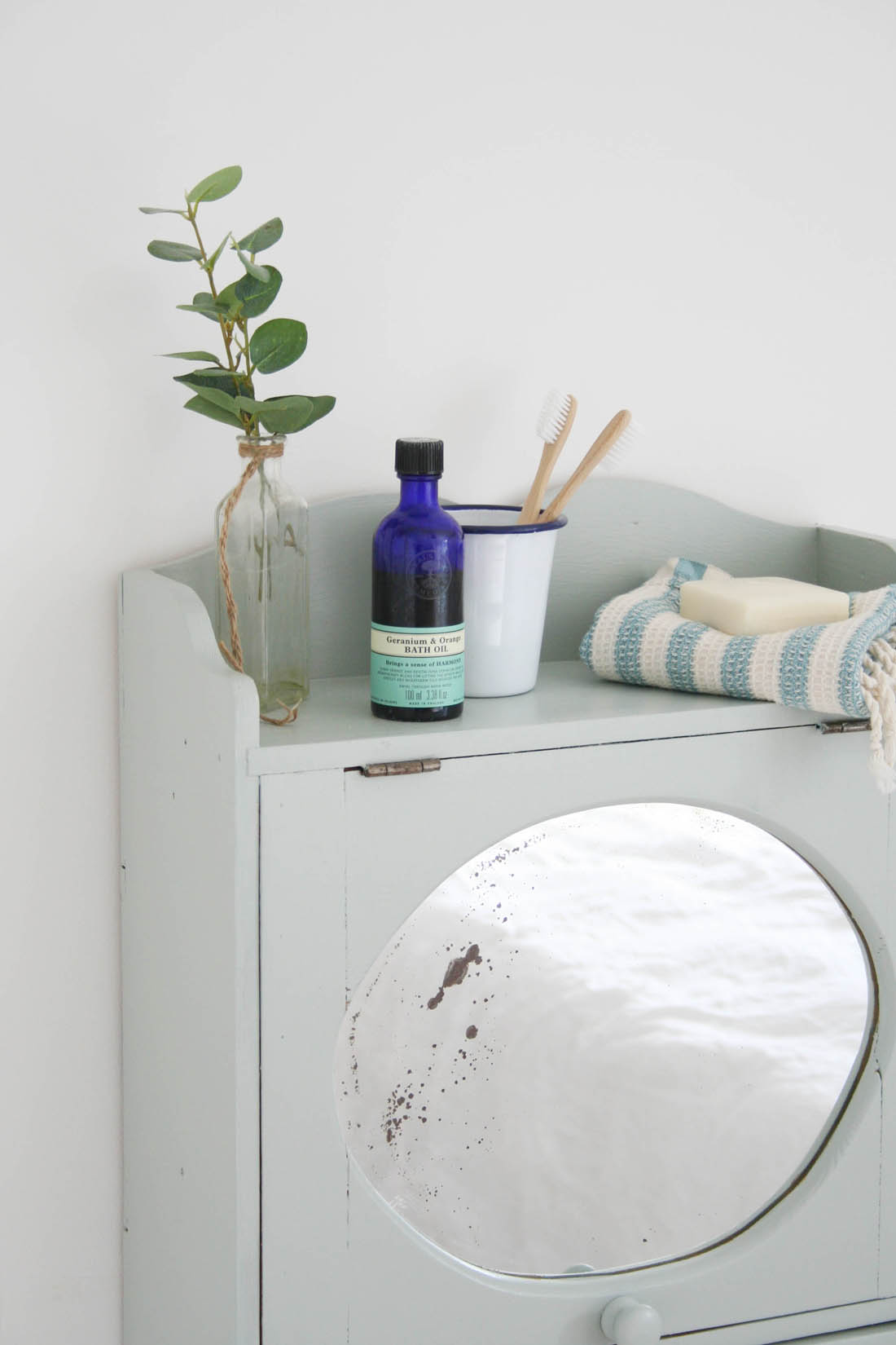 Tips for painting wooden furniture |Vintage bathroom cabinet | Apartment Apothecary