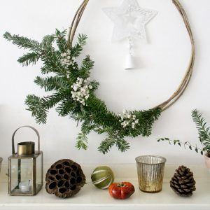 Christmas mantelpieces | Festive styling | How to style your mantelpiece for Christmas | Apartment Apothecary
