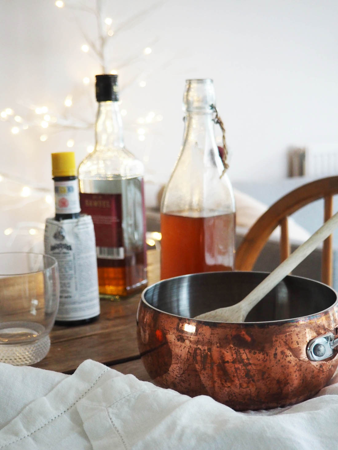 The perfect mince pie and drink for Santa | Villeroy and Boch glasses and Christmas crockery | Spiced sugar syrup festive old fashioned recipe | Apartment Apothecary
